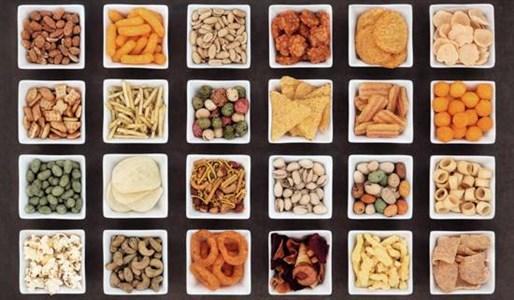 Закуски и чипсы